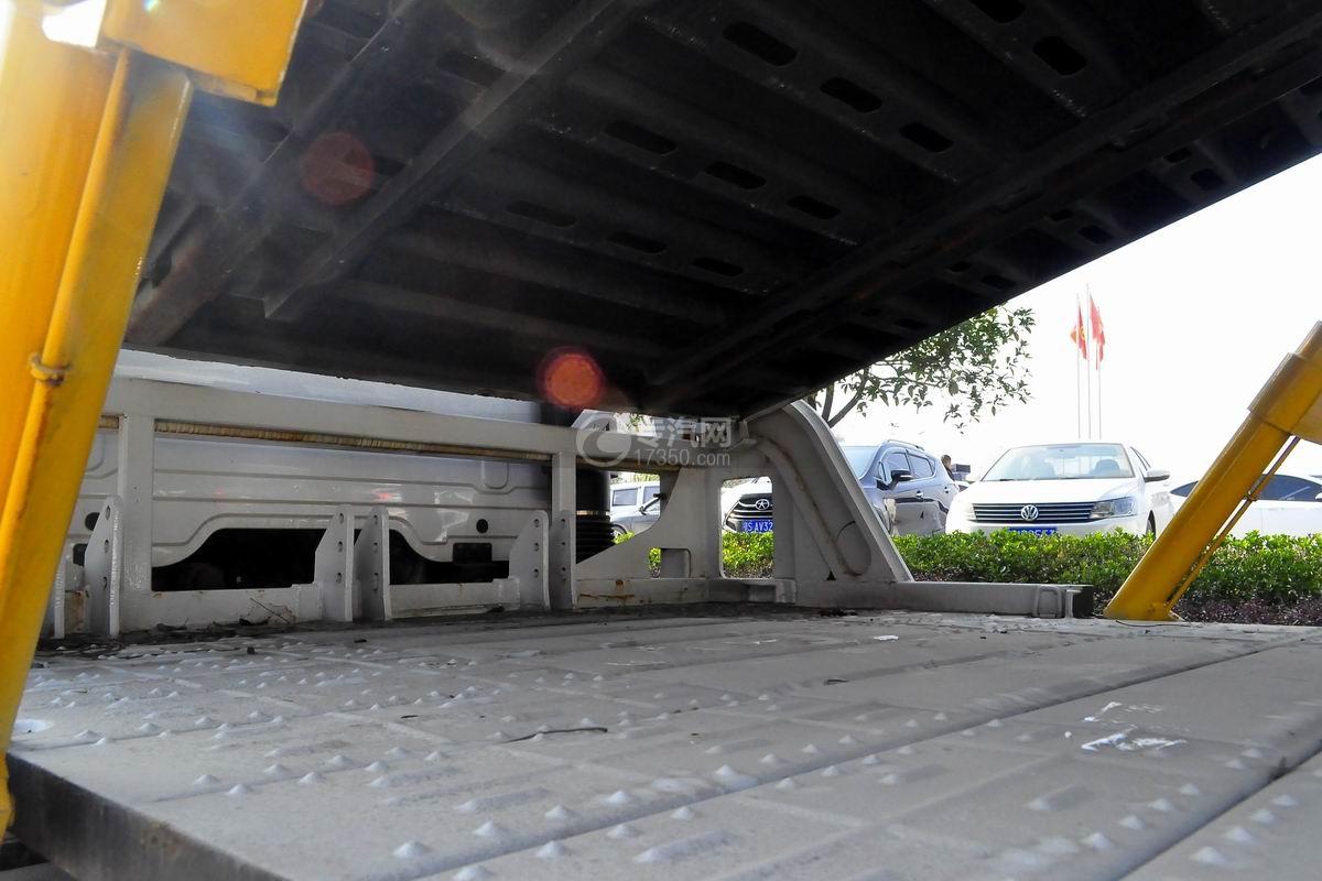 东风天锦一拖三清障车细节