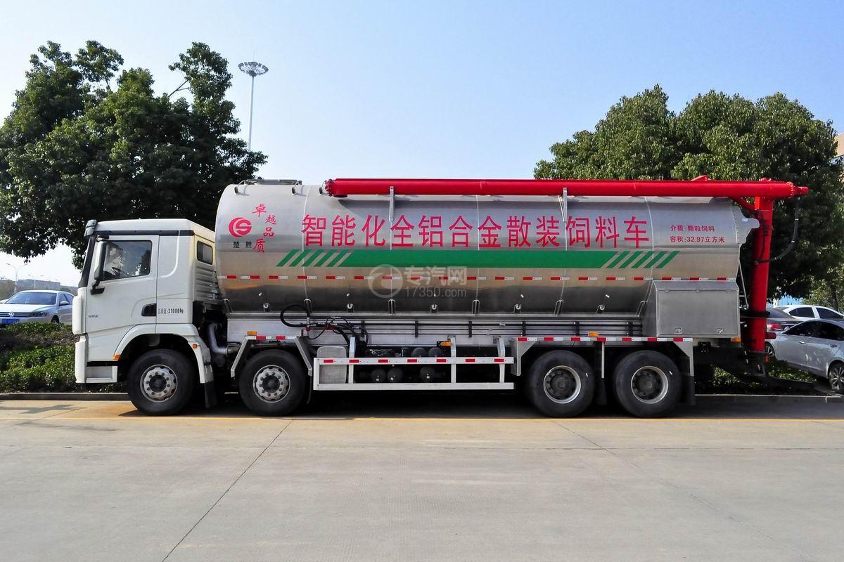 陕汽德龙X3000前四后八散装饲料运输车侧面图