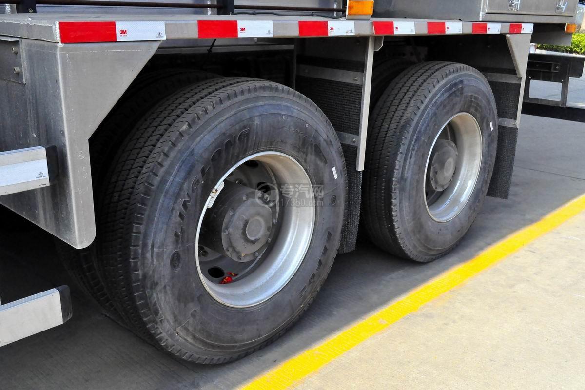陕汽德龙X3000前四后八散装饲料运输车轮胎