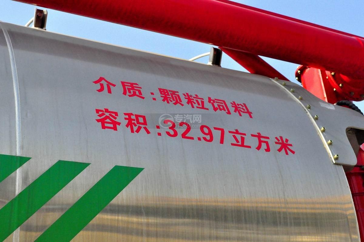 陕汽德龙X3000前四后八散装饲料运输车上装细节