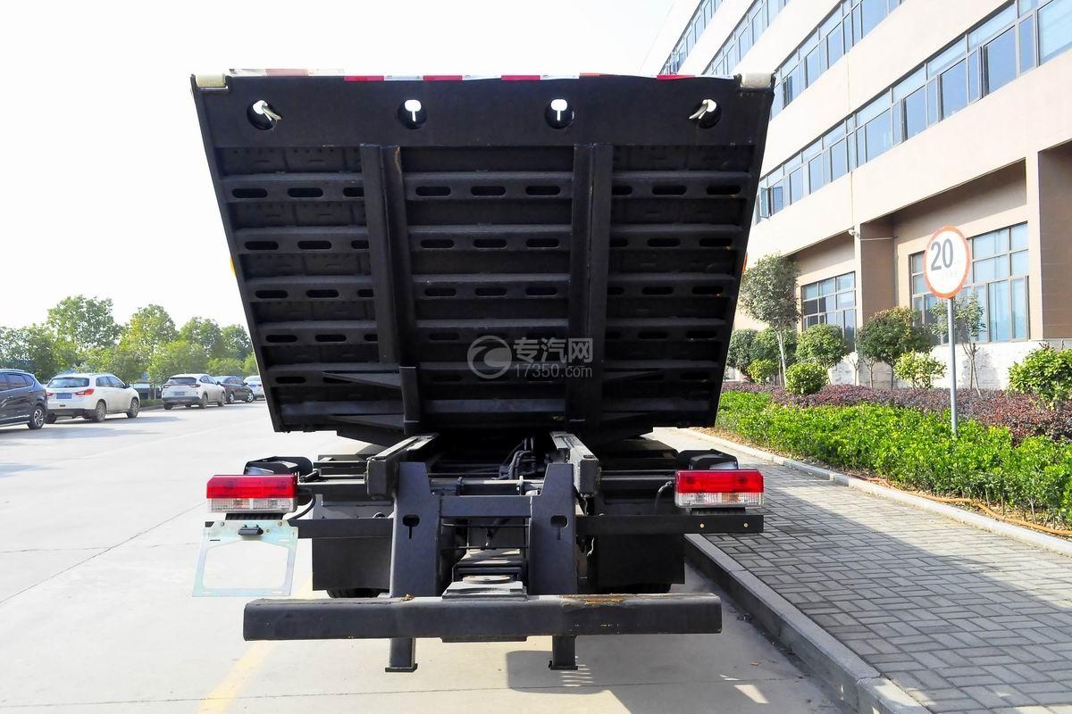 东风多利卡D8一拖二平板清障车正后图