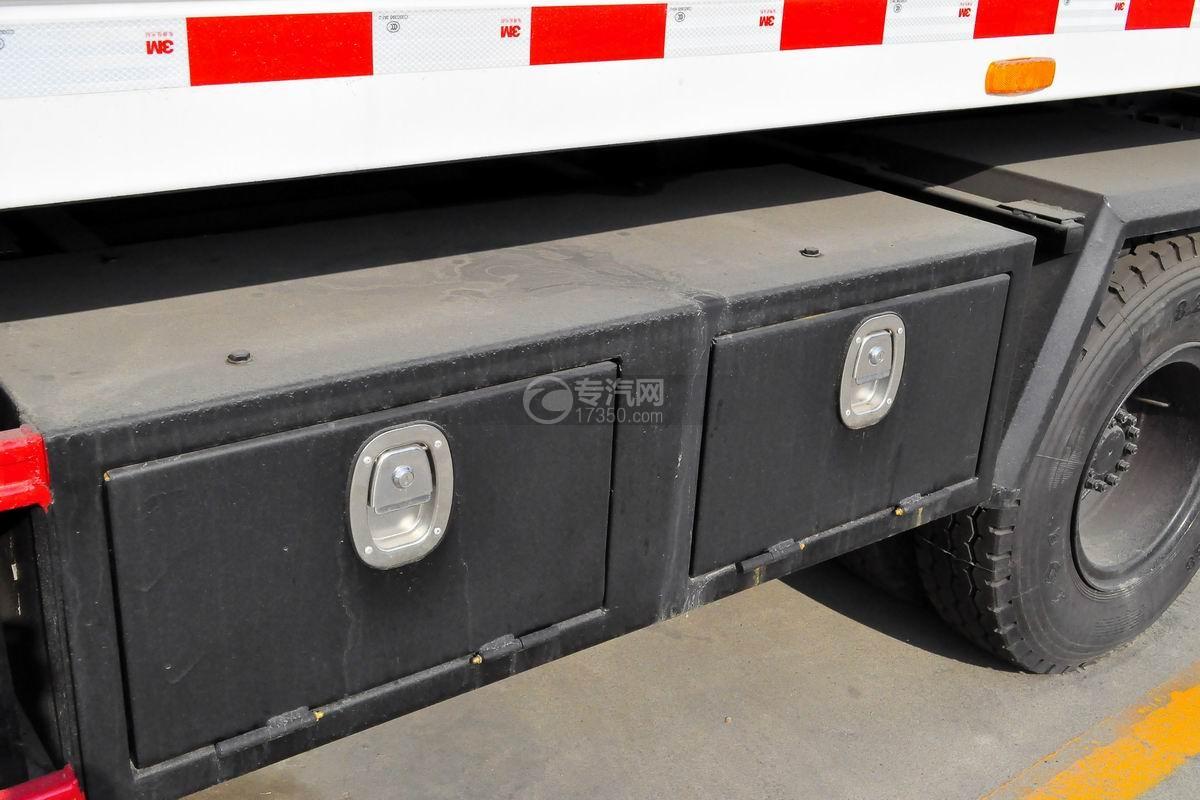 东风多利卡D8一拖二平板清障车工具箱