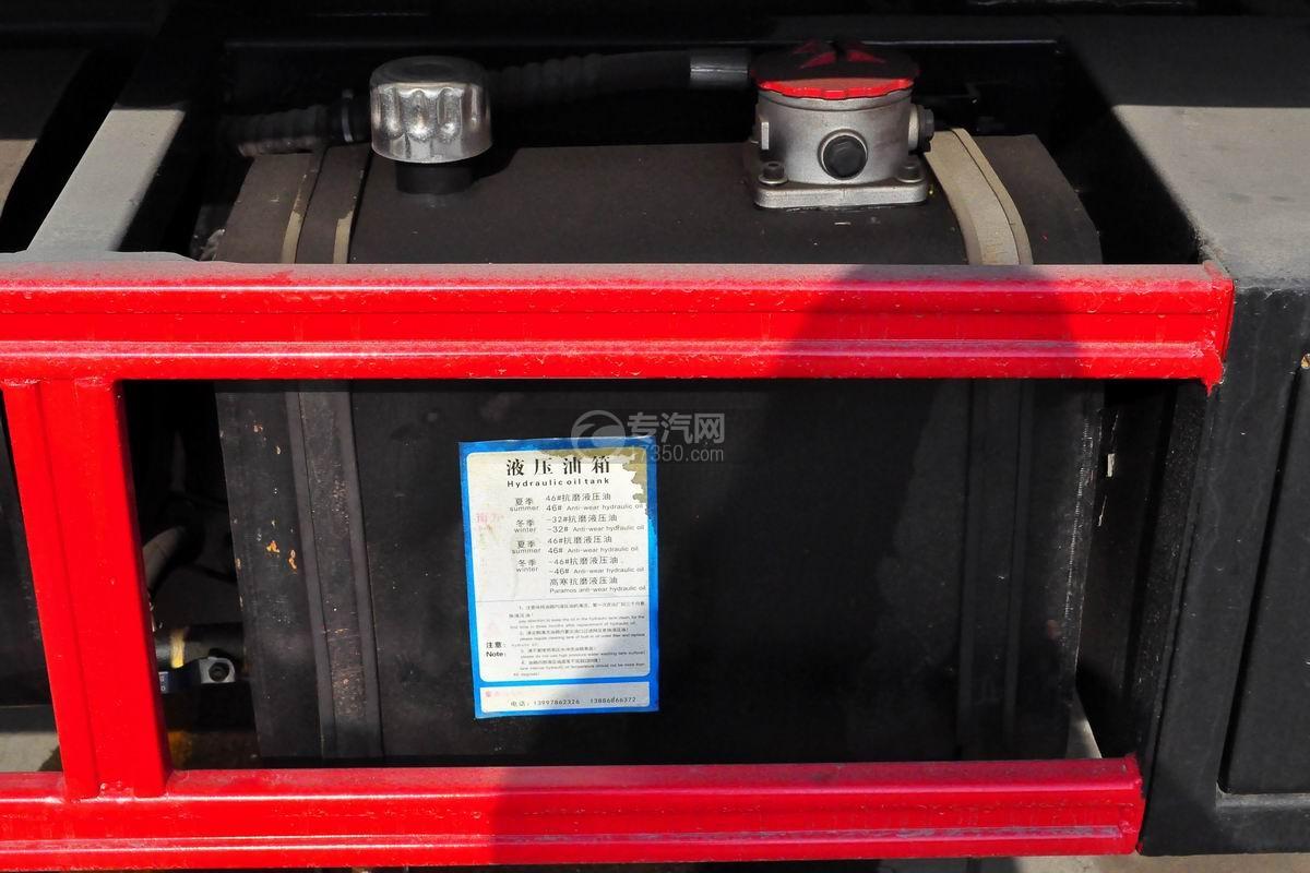 东风多利卡D8一拖二平板清障车液压油箱