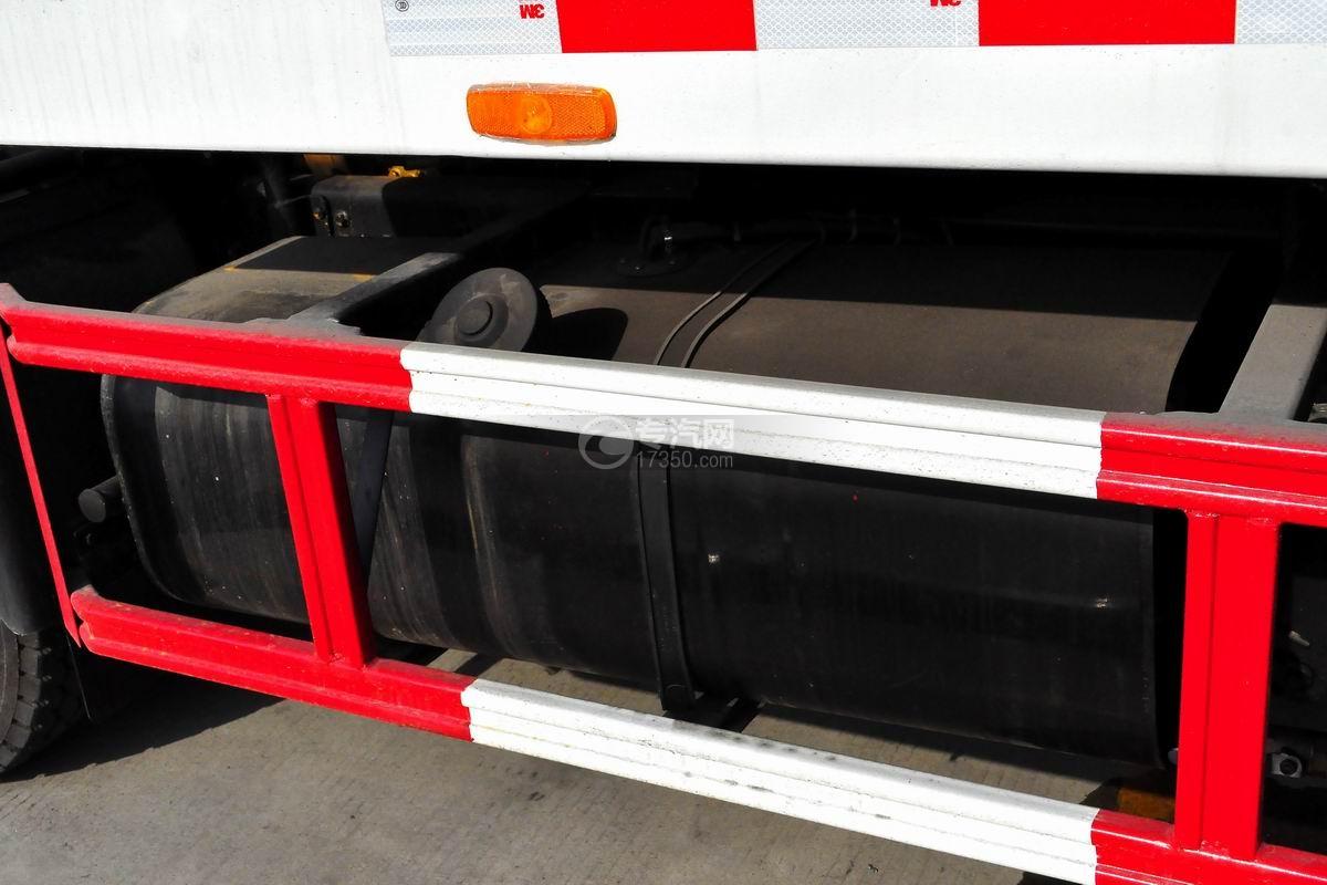东风多利卡D8一拖二平板清障车油箱