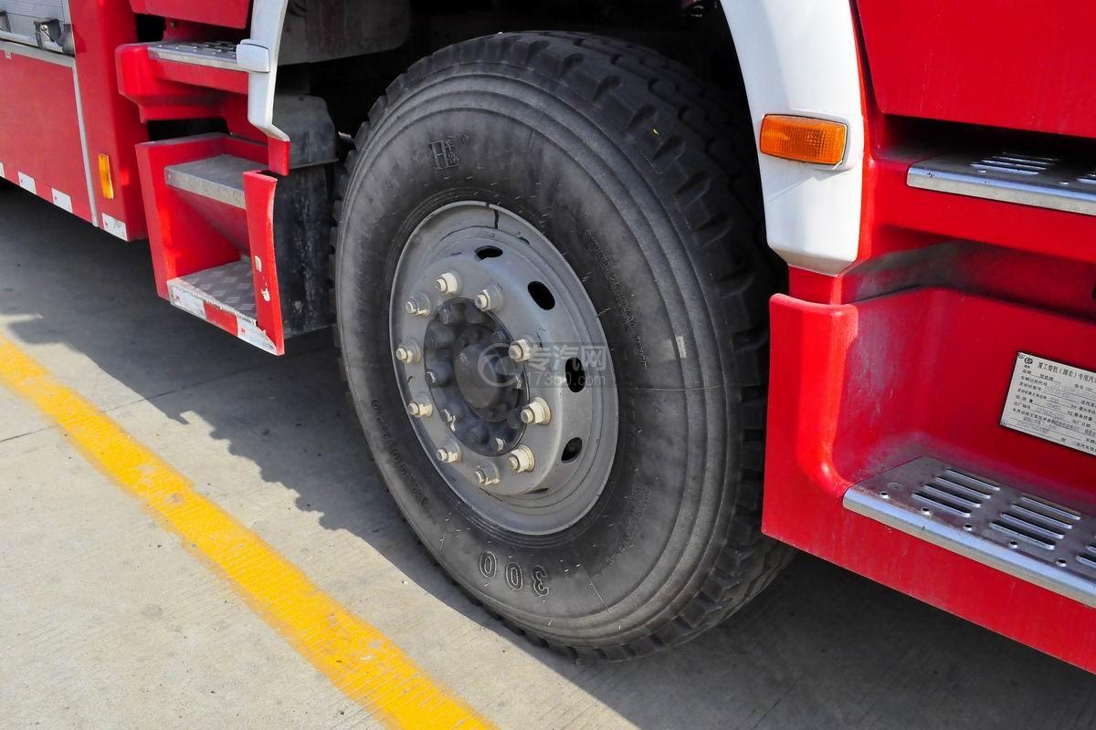 重汽豪沃单桥抢险救援消防车轮胎