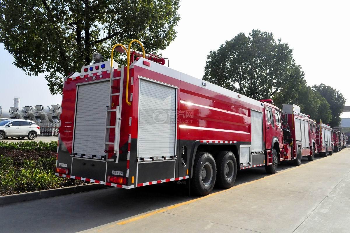 重汽豪沃后双桥泡沫消防车右后方45度图