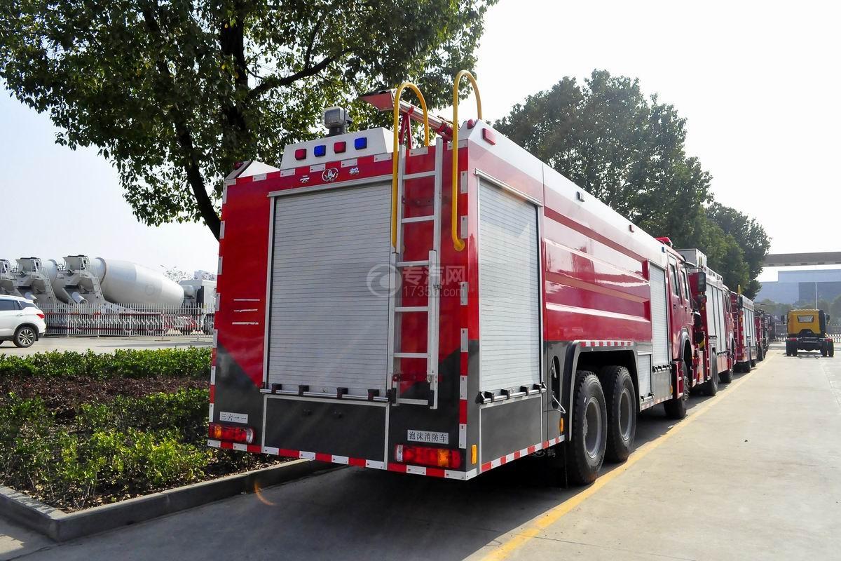 重汽豪沃后双桥泡沫消防车侧面图