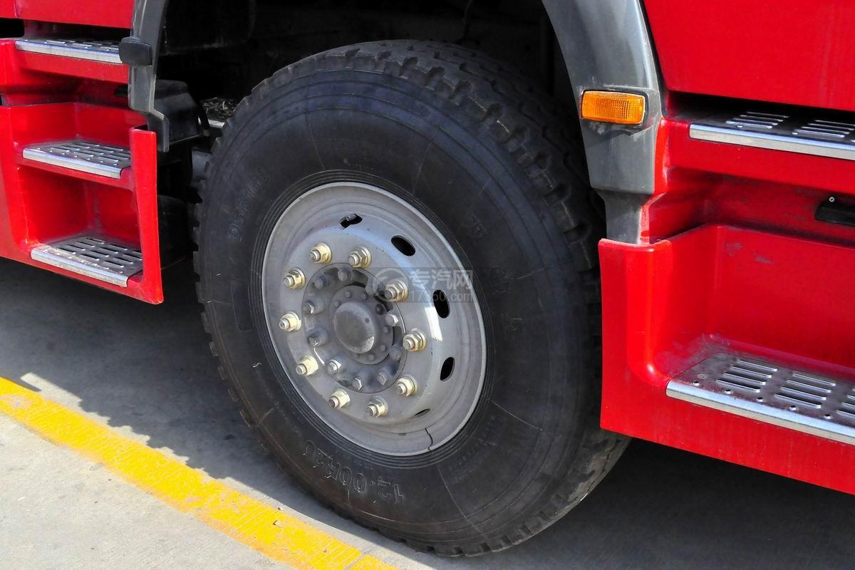重汽豪沃后双桥泡沫消防车轮胎