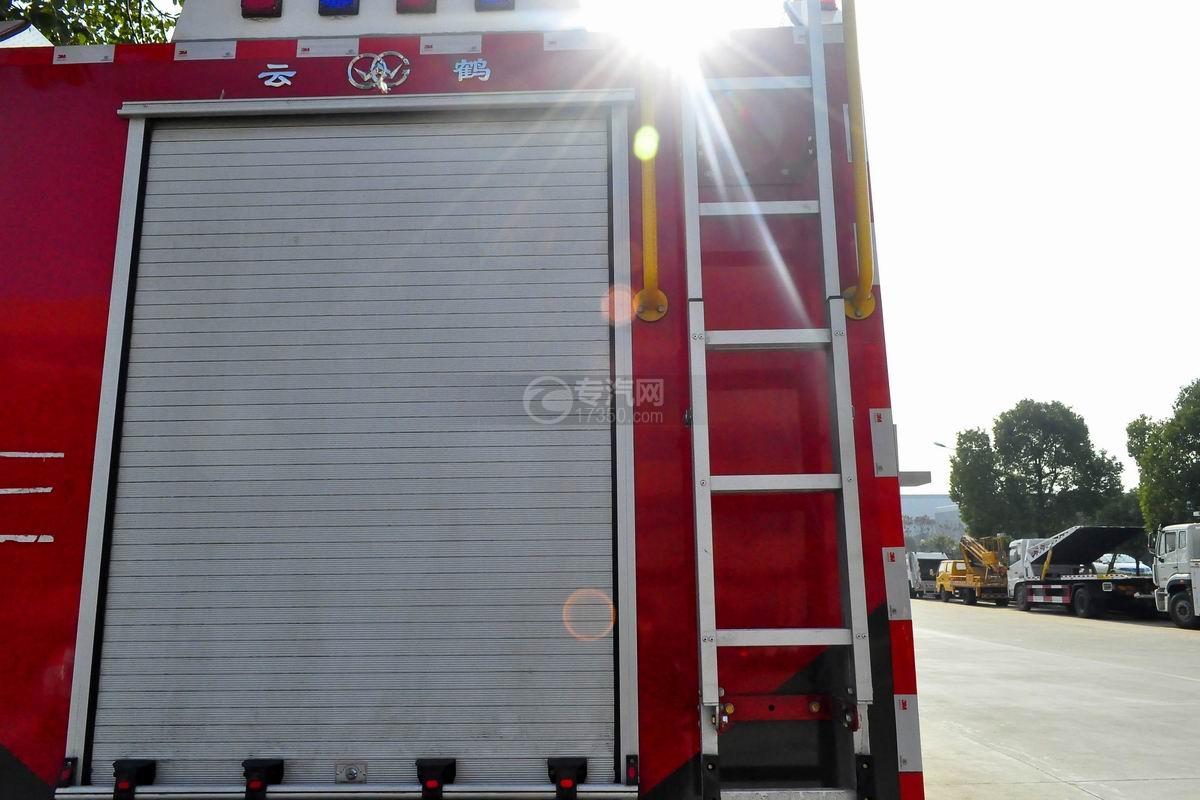重汽豪沃后双桥泡沫消防车上装细节