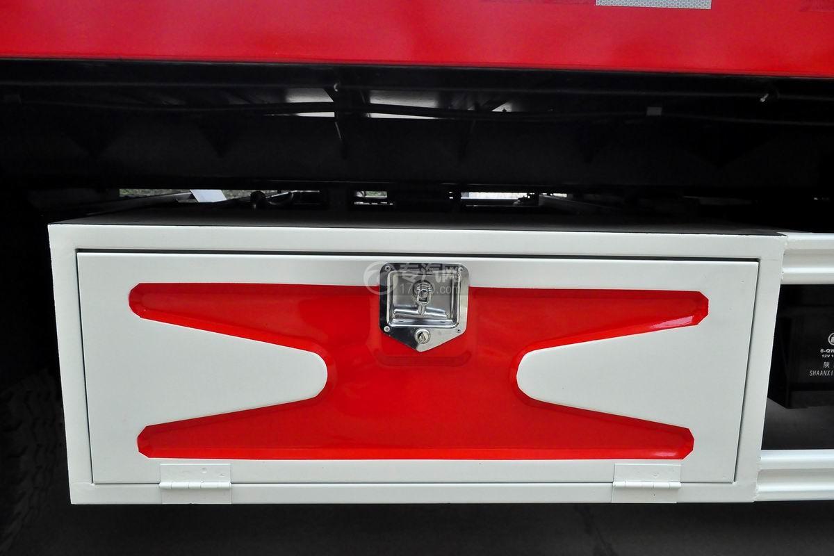 大运奥普力一拖二平板清障车(红色)工具箱