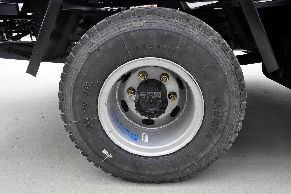 大运奥普力一拖二平板清障车(红色)轮胎