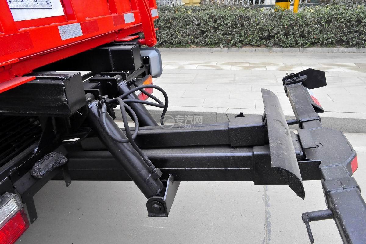 大运奥普力一拖二平板清障车(红色)托举装置