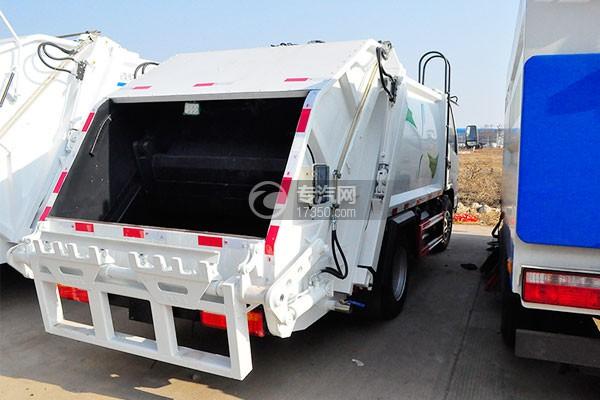 凯马压缩式垃圾车侧后方图
