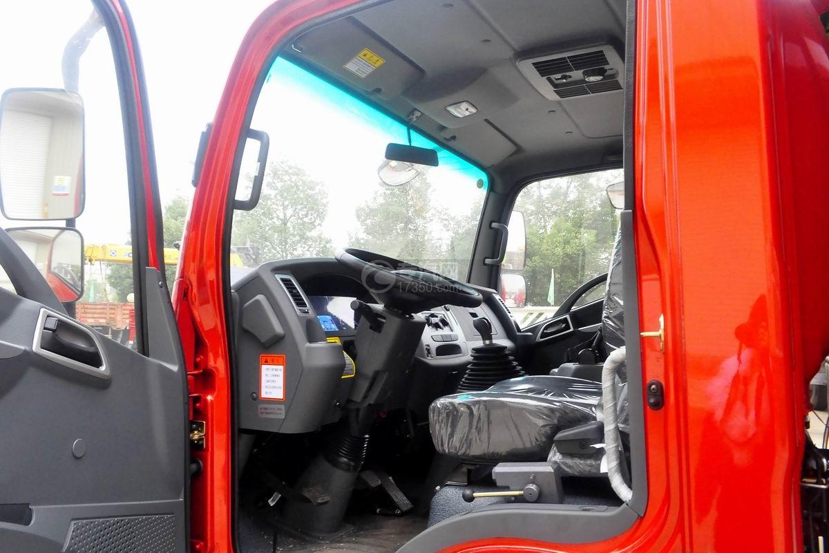 大运奥普力单排带篷布自卸式垃圾车驾驶室图