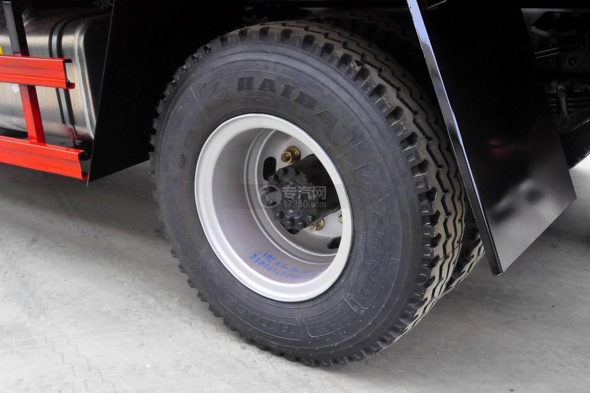 大运奥普力单排带篷布自卸式垃圾车轮胎