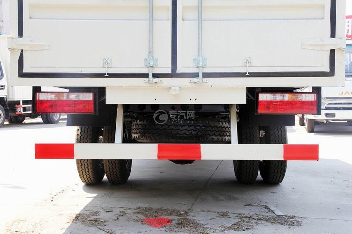 江淮骏铃H330单排4.15米厢式货车备胎