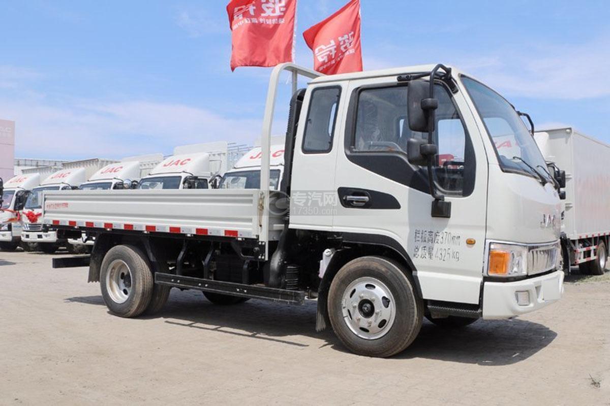江淮骏铃E3排半3.37米载货车右侧图