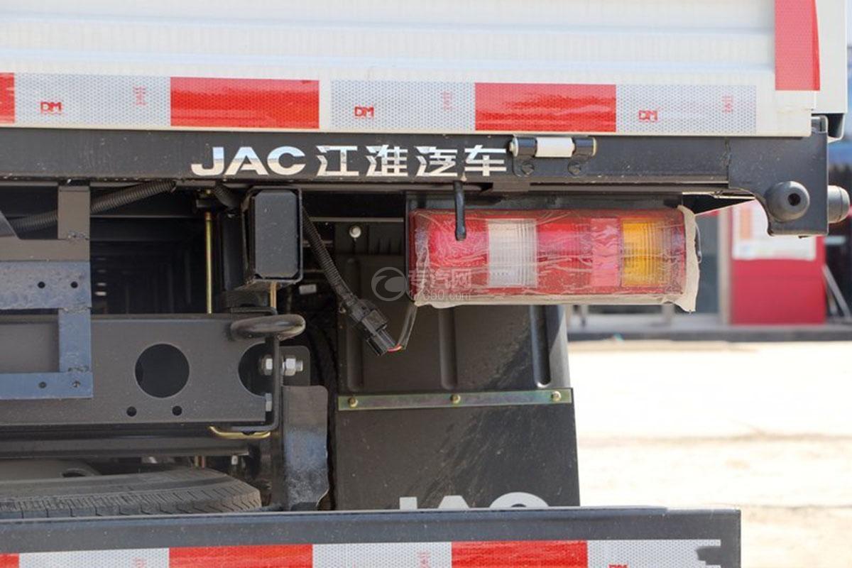 江淮骏铃E3排半3.37米载货车尾部示意图