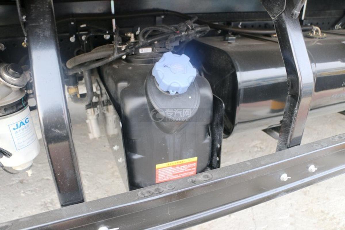 江淮骏铃E5单排4.18米载货车尿素箱