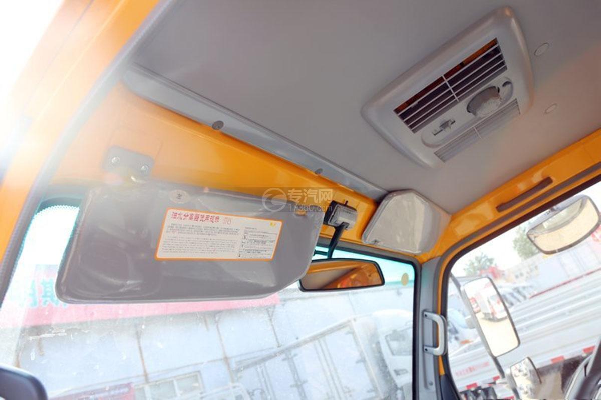 江淮駿鈴E3 3.2米雙排載貨車駕駛室細節