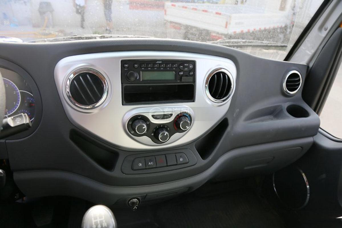 江淮駿鈴E3 3.2米雙排載貨車收音機
