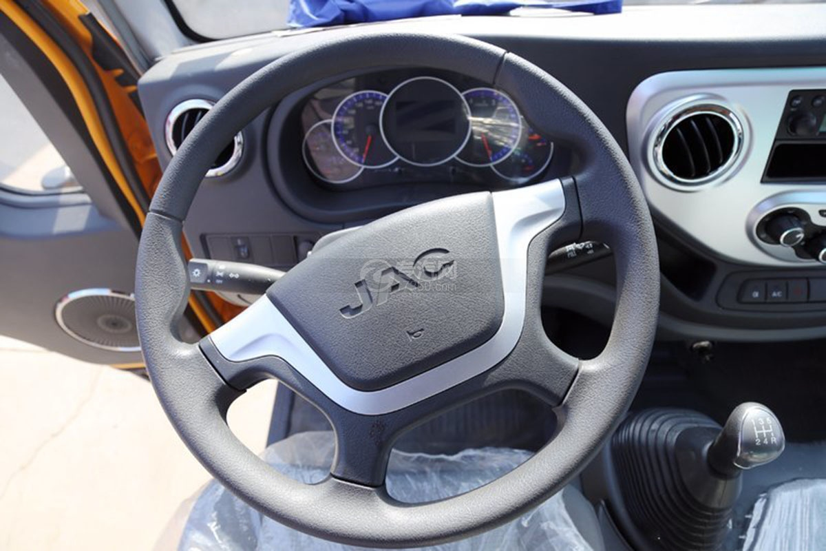 江淮駿鈴E3 3.2米雙排載貨車方向盤