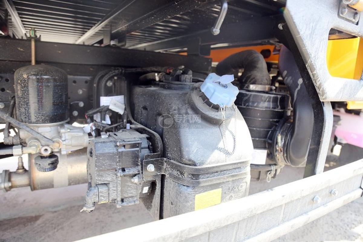 江淮駿鈴E3 3.2米雙排載貨車尿素箱