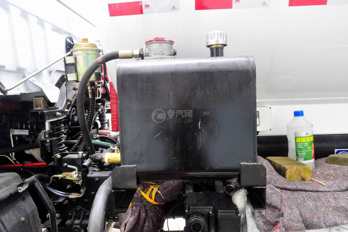 东风D913餐厨式垃圾车液压油箱
