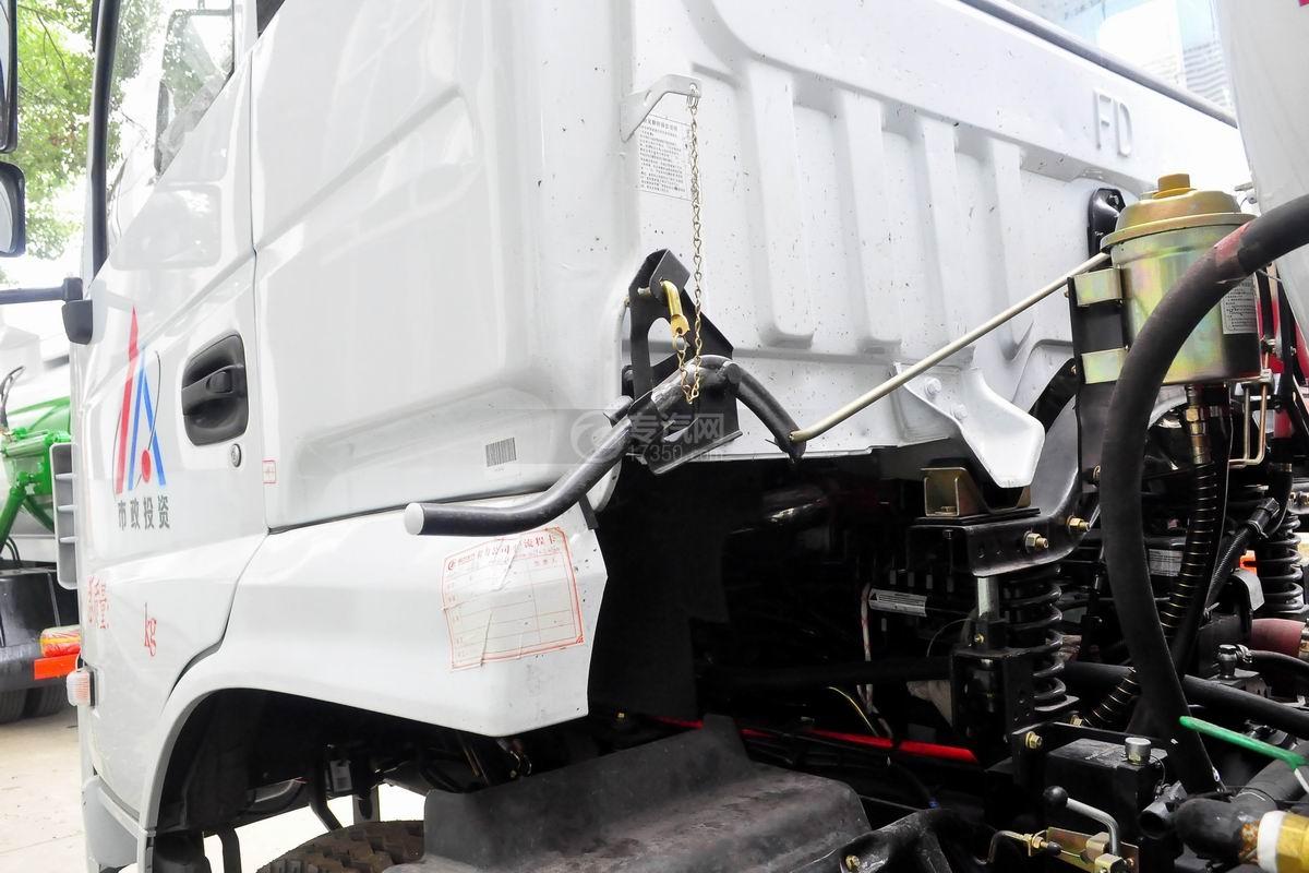 东风D913餐厨式垃圾车翻转机构
