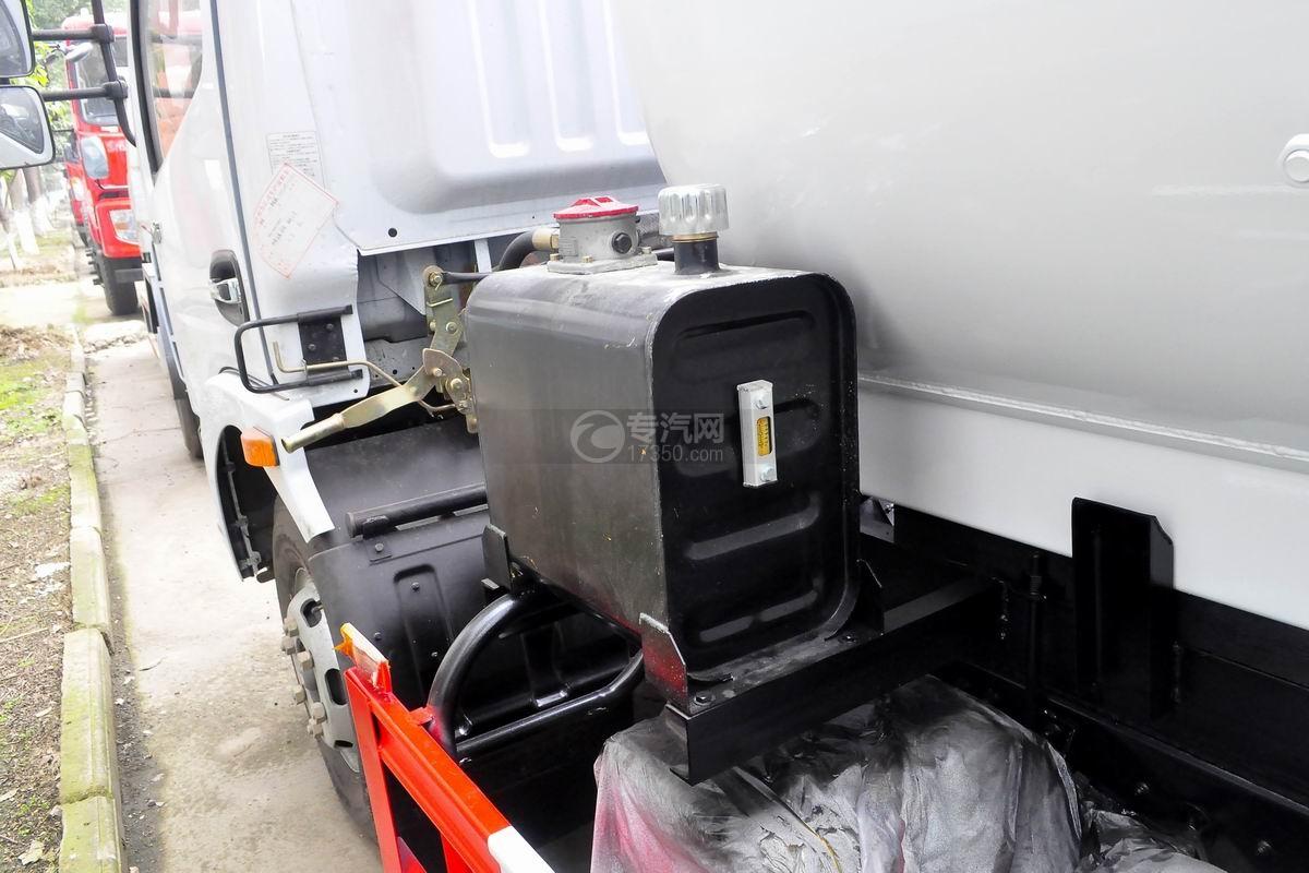 东风多利卡D7餐厨式垃圾车液压油箱