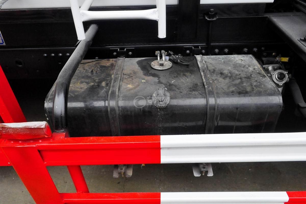 东风多利卡D7餐厨式垃圾车油箱