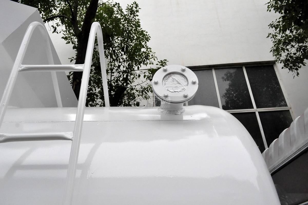 东风多利卡D7餐厨式垃圾车可视窗