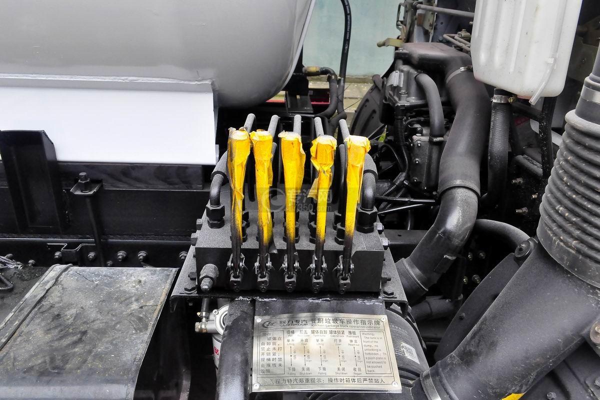 东风多利卡D7餐厨式垃圾车操作阀