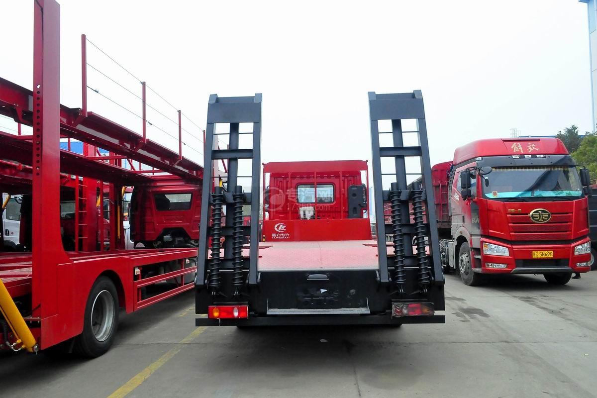 东风T5单桥平板运输车正后方图