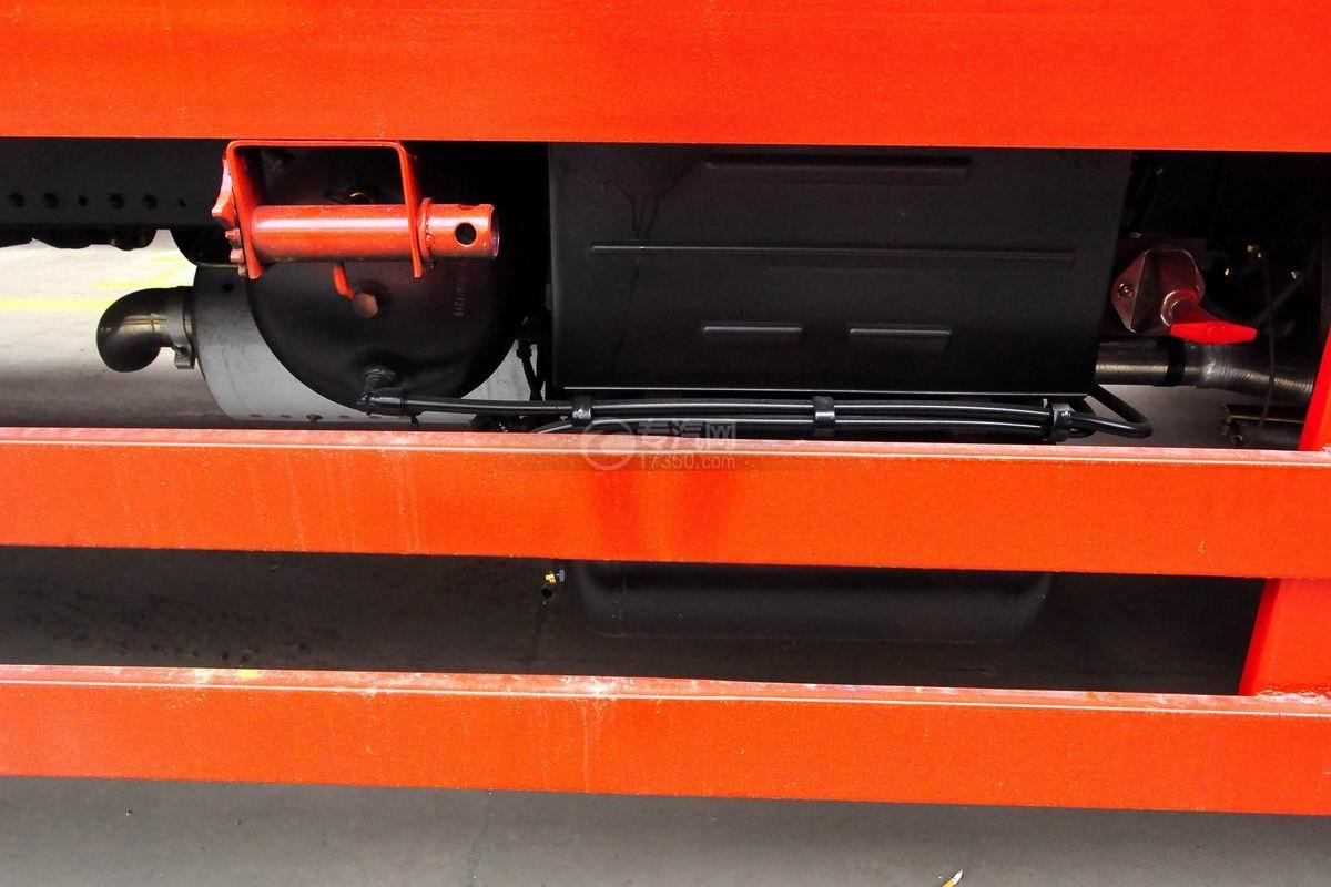 东风T5单桥平板运输车蓄电池