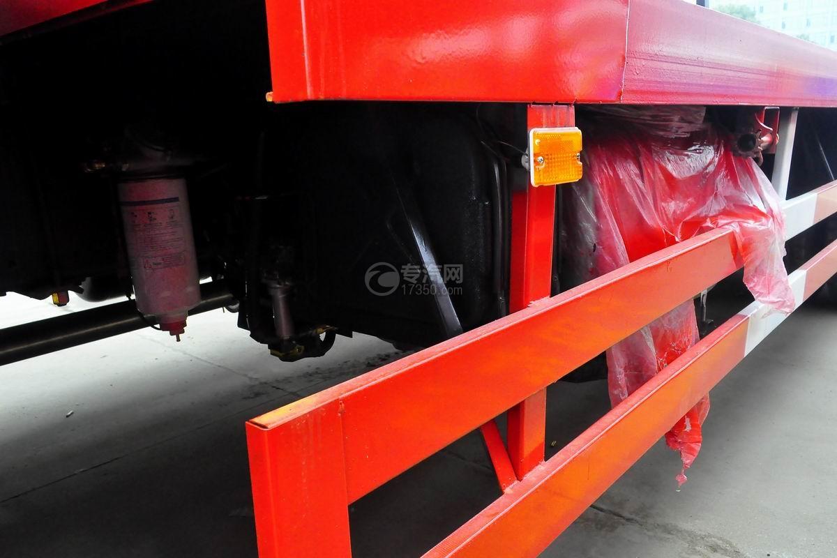 东风T5单桥平板运输车油箱