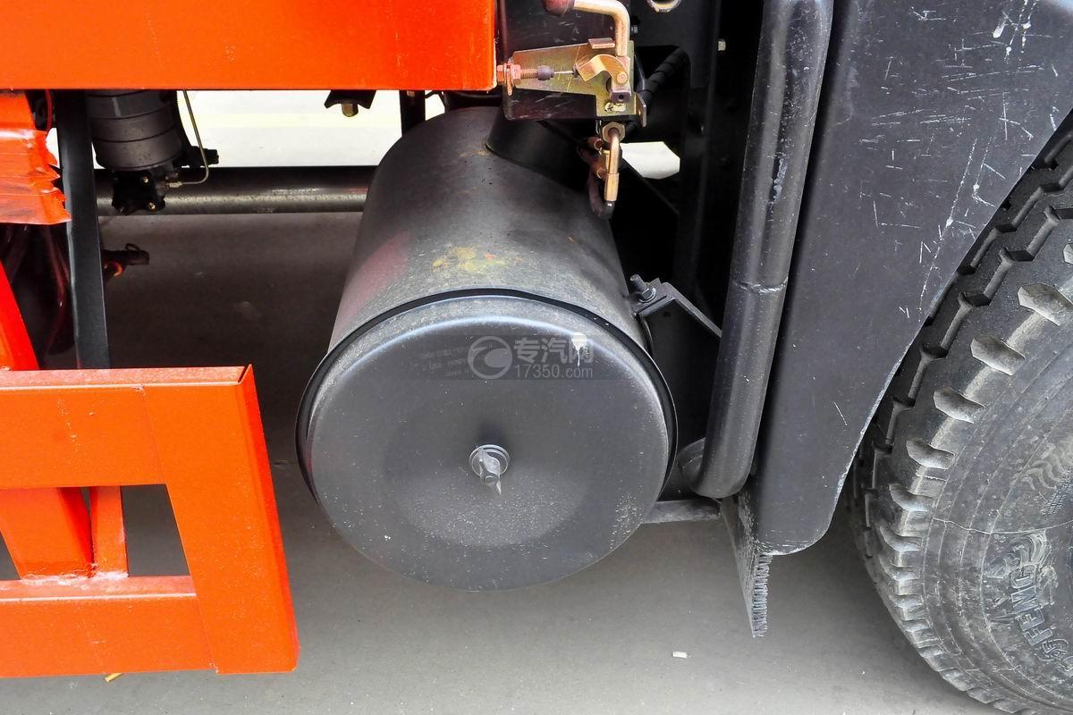 东风T5单桥平板运输车尾气处理装置