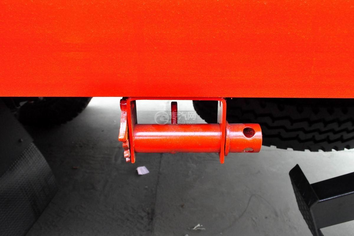 东风T5单桥平板运输车上装紧线器