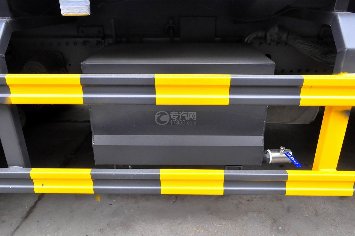 东风天锦压缩式垃圾车蓄电池