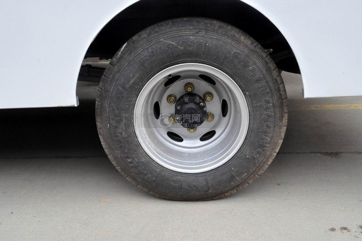 解放虎VN LED广告宣传车轮胎