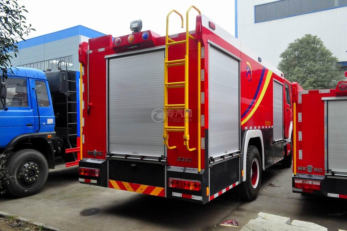 重汽豪沃单桥干粉泡沫联用消防车侧后方图