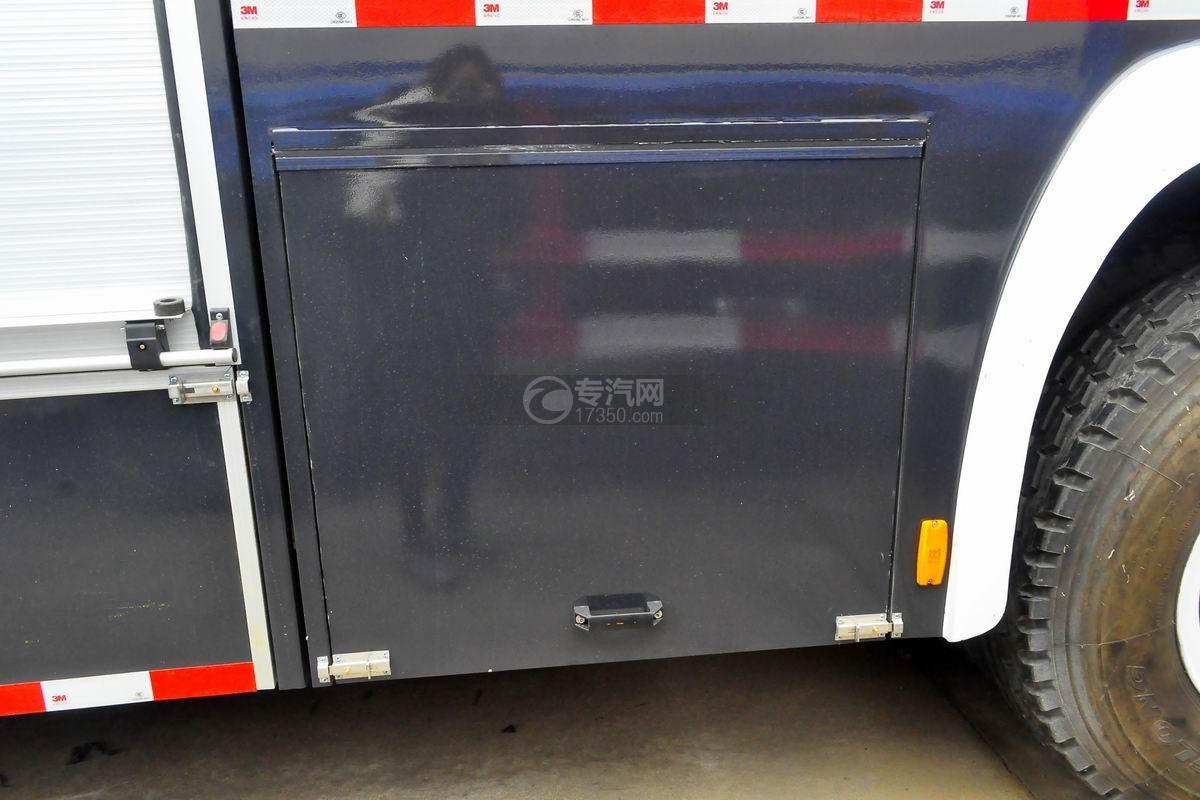 重汽豪沃单桥干粉泡沫联用消防车上装细节