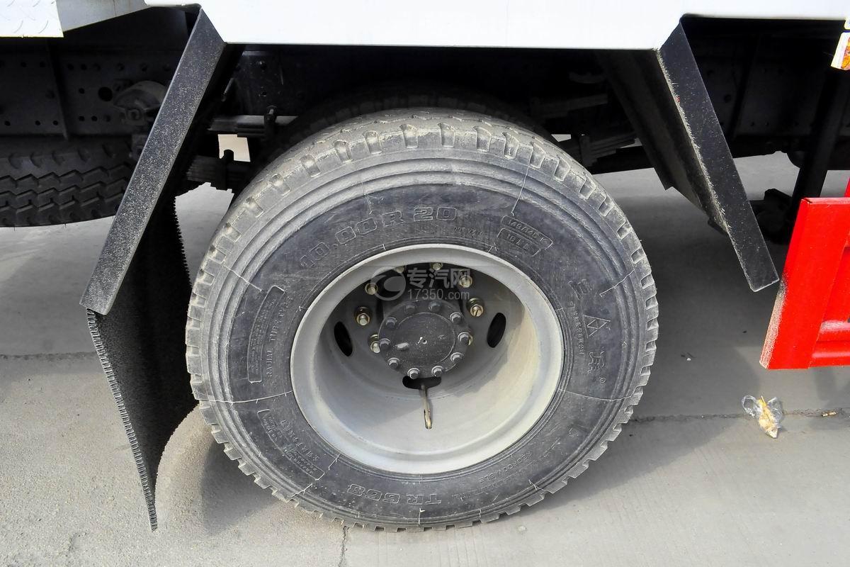 解放国六多功能抑尘车轮胎