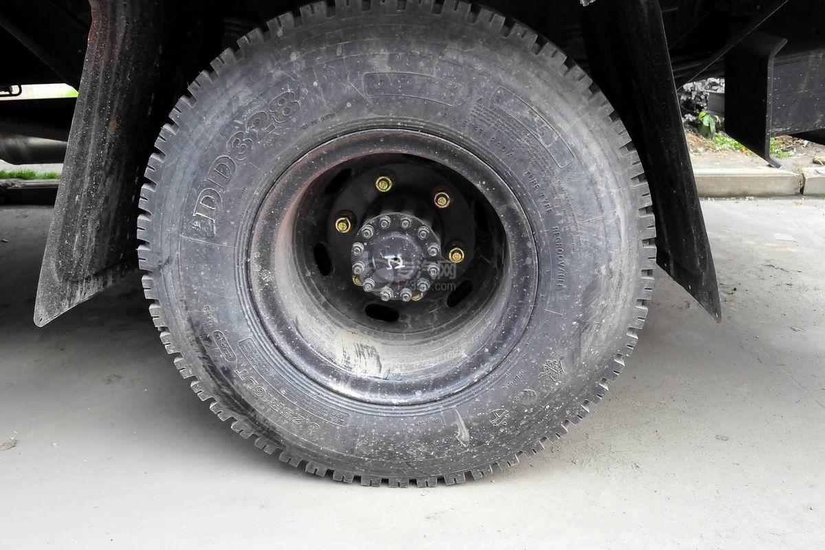 南骏平板运输车轮胎