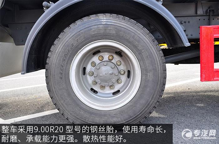 重汽豪沃单桥压缩式垃圾车轮胎