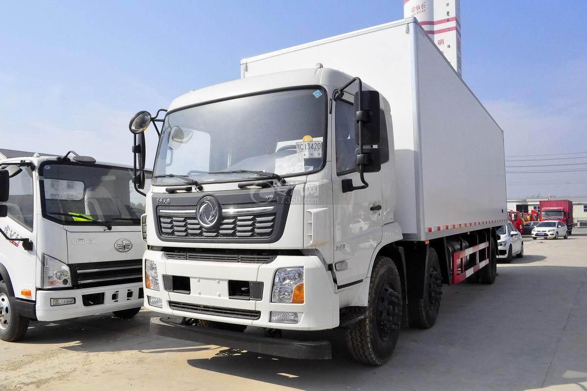 东风天锦VR小三轴冷藏车左前图