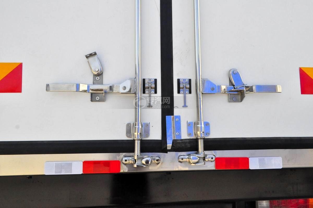 解放J6L单桥冷藏车锁紧装置