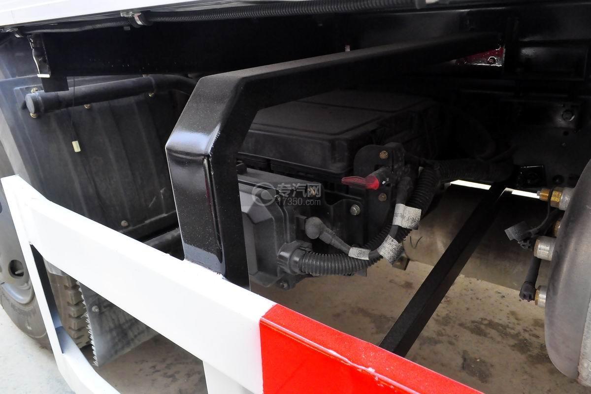 解放J6L单桥冷藏车细节