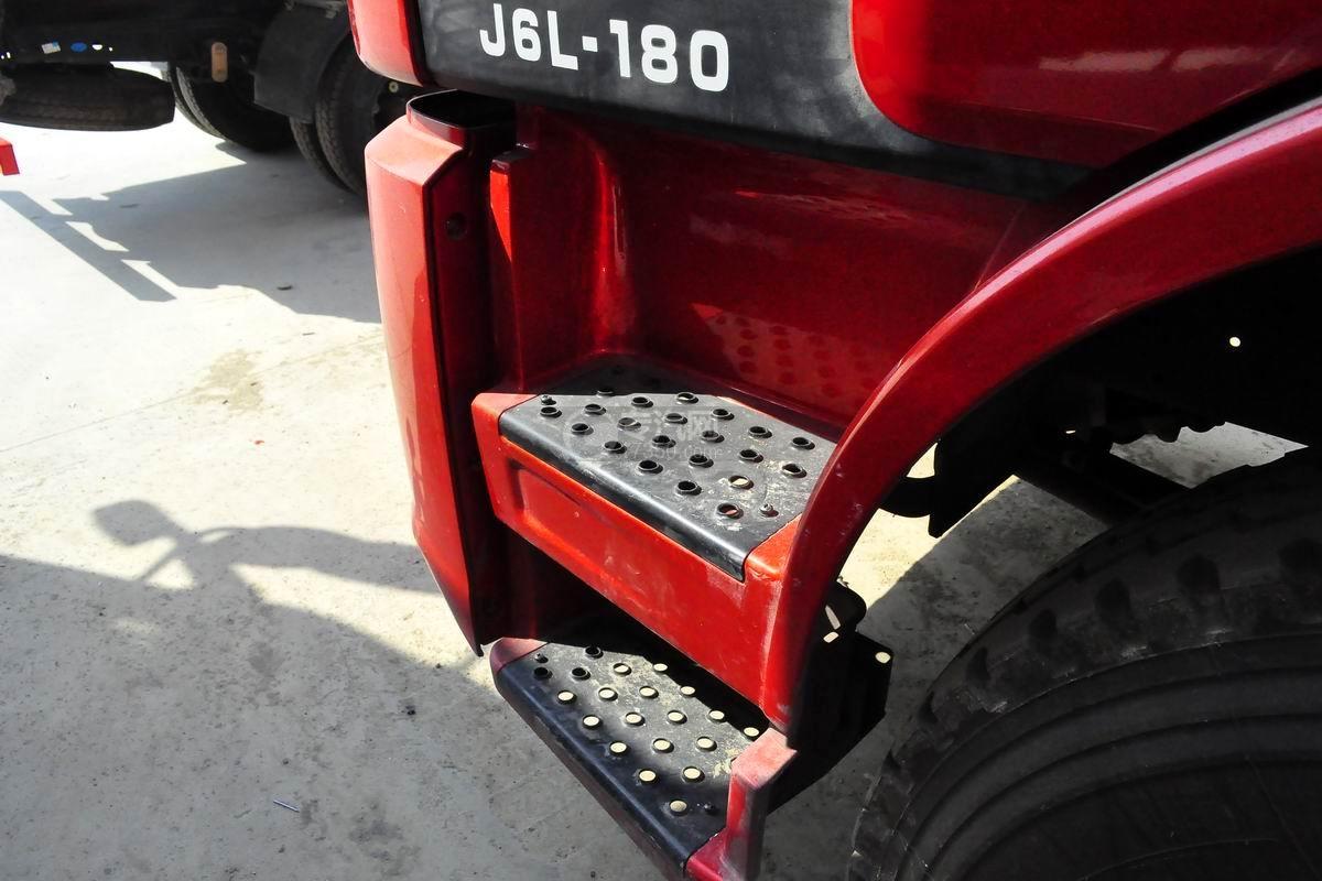 解放J6L单桥冷藏车上车踏板