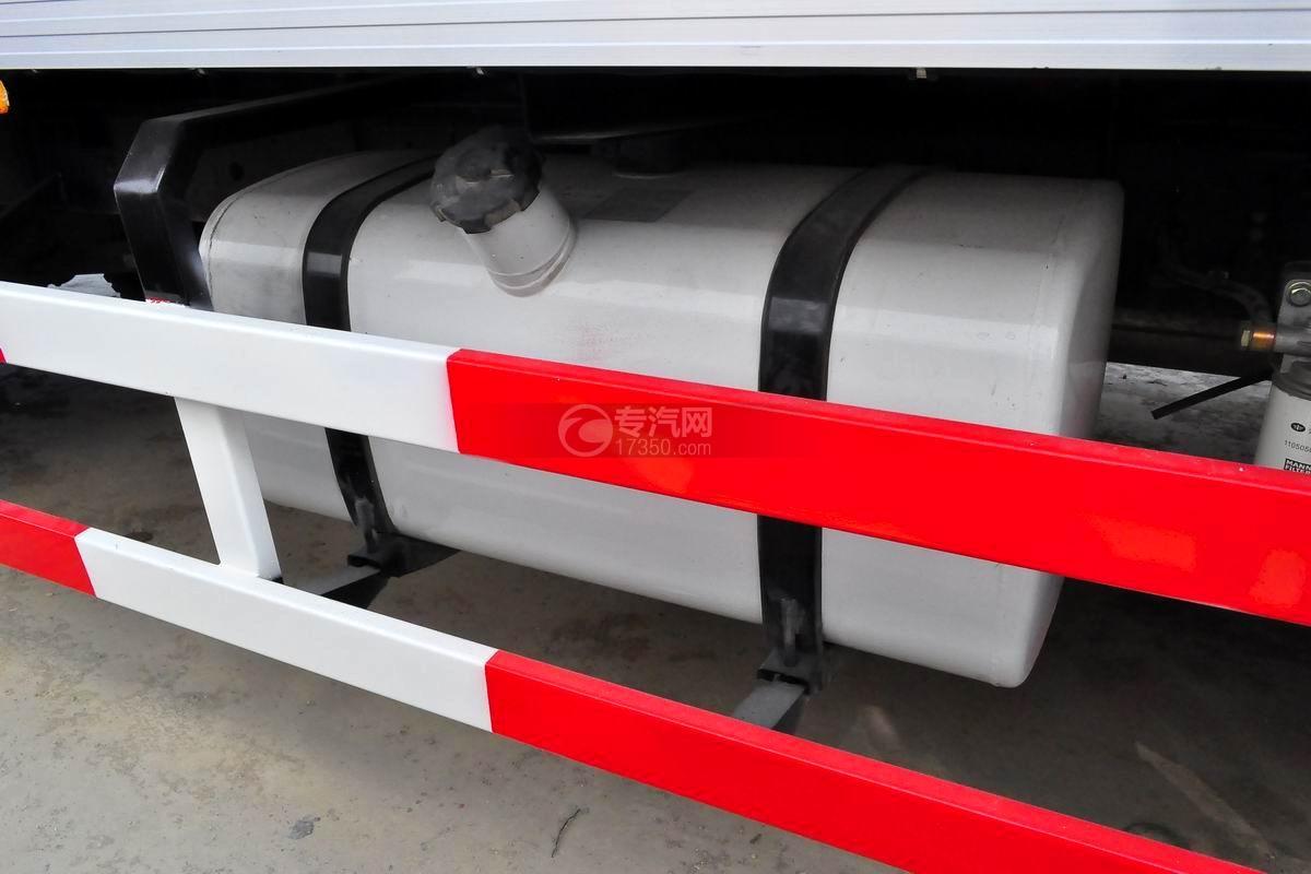 解放J6L单桥冷藏车油箱